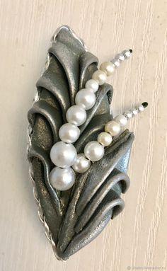Flower Arrangement Designs, Flower Arrangements, Leather Necklace, Leather Jewelry, Leather Flowers, Clay Crafts, Ceramic Art, Decoupage, Jewelery