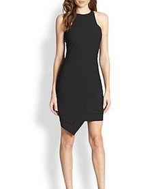 Un vestido negro corto no puede faltar en tu clóset, te va a salvar en cualquier ocasión formal o informal.