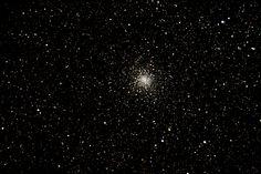 Messier 28 (también conocido como M28 o NGC 6626) es un cúmulo globular en la constelación de Sagitario. Fue descubierto por Charles Messier en 1764.  M28 está a una distancia de aproximadamente 18.000-19,000 años luz desde la Tierra. Se han observado 18 estrellas variables de tipo RR Lyrae en este cúmulo. En 1987, el M28 se convirtió en el segundo cúmulo globular donde un púlsar de milisegundo fue descubierto (el primero fue el Cúmulo globular M4).