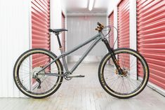 Poll: What is the Forum's Sexiest AM/FR/Enduro Hardtail of - Pinkbike Hardtail Mtb, Hardtail Mountain Bike, Mountain Biking, Moutain Bike, Old Bikes, Mtb Bike, The Unit, Cool Stuff, City
