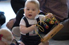 Príncipe Jorge se divierte en su primer viaje oficial