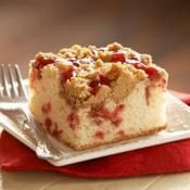 STRAWBERRY COFFEE CAKE WITH PEANUT BUTTER STREUSEL: Peanut butter makes everything taste great  #strawberry #CoffeeCake #PeanutButter