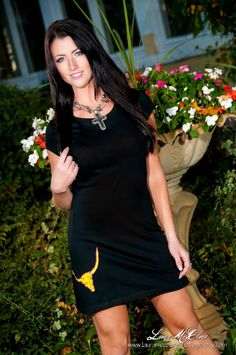 http://www.cowgirlglitterati.com! Photography by Laura McClure! Cowgirls, Horses and Fashion!