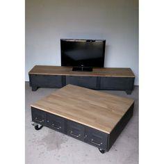 Table basse avec anciens tiroirs et meuble tv industriel à clapets. Plateaux en chêne.
