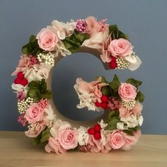 Letra con flores preservadas Quilling Letters, Alphabet Images, Disney Phone Wallpaper, Baby Room Design, Floral Letters, Valentines Day Decorations, Letter Art, Flower Boxes, Diy Room Decor