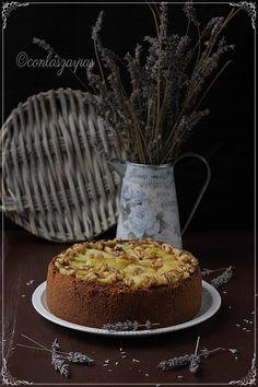 Tarta de queso y manzana con nueces caramelizadas {by Paula, Con las Zarpas en la Masa} No Cook Desserts, Dessert Recipes, Apples And Cheese, Sweet Pie, Cheesecakes, Vanilla Cake, Food To Make, Bakery, Sweet Treats