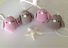 Crochet Birds, Crochet Animals, Diy Crochet, Crochet Toys, Baby Mobile, Diy Baby Gifts, Baby Sewing, Hobbies And Crafts, Baby Toys