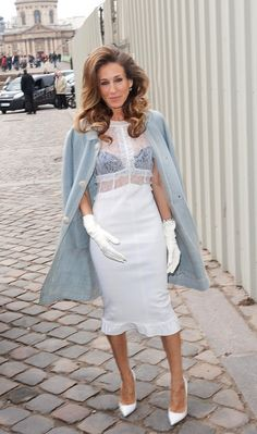 Sara Jessica Parker in Paris. Love the hair (and jacket<3)