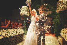 Chuva de pétalas brancas | Casamento romântico | Inesquecível Casamento | Casamento | Wedding | Cerimônia de Casamento | Wedding Ceremony | Bride | Groom | I do | Just Married | Recém Casados | True Love