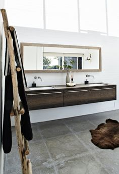<洗面した収納> 洗面の下に収納が必要な場合はこのタイプに出来ればと思いますがいかがでしょう?面材はポリかなどで良いのではないでしょうか? 予算的に厳しければ、他の写真の様に棚板を設けましょうか?(洗面した棚板)