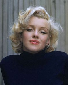 I think this is the prettiest picture of Ms. Monroe. I love it.