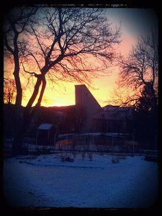 Kirkelandet kirke, Kristiansund, Norway Kristiansund, Lighthouses, Dream Vacations, Norway, Celestial, Sunset, Outdoor, Catholic, World