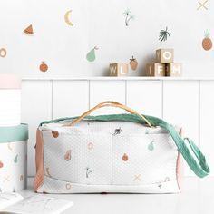 Sweety bolsa / ¡La bolsa de viaje ideal!  Sweety es una cómoda y colorida bolsa de maternidad, ideal para llevar todo lo que necesitas para tus peques. Un diseño fabricado en piqué estampado con dibujos de frutas. La cinta de la bolsa es ajustable y el cierre es con cremallera.  Cuidados · Lavar hasta 30ºC. · No necesita plancha.  ***Producto fabricado en España*** My House, Diaper Bag, Kids, Colorful, Metal Houses, Shades Of Green, Black Shelves, White Bookshelves, Bucket List Travel