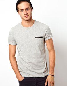 T-shirt avec poche à passepoil en similicuir