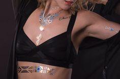 Lebhafte Tattoos, wie Adler und Herzhalskette in Gold kaufen: Einfach ✓ Abwaschbar ✓ Nicht-toxisch ✓ Im Set nur 13,90 € ▷ Jetzt bei POSH Tattoo bestellen!