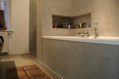 Een badkamer met 2 kleuren Beal Mortex. Project in Broek op ...