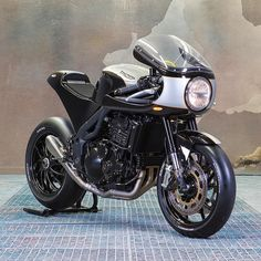 The Triumph Speed Triple doesnt get customized too often: its a great bike straight out of the box. But if you have a Triple in your garage and an itch to give it the café racer treatment help is at hand. Just contact @ernes_euromotos_zurich a bike dealership and custom house in Switzerland. With a Ducati 750 SS fairing and a completely new tail unit theyve added a dash of classic style to the very contemporary streetfighter bike. Hit the link in our bio for the full build story and more…