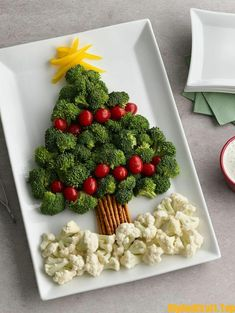47 Super Ideas Appetizers For Party Winter Veggie Tray Christmas Veggie Tray, Christmas Party Food, Xmas Food, Christmas Goodies, Christmas Baking, Christmas Treats, Holiday Treats, Holiday Recipes, Merry Christmas