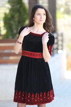 Artezana for Palestinian Embroidery Frock Fashion, Fashion Dresses, Gala Dresses, Casual Dresses, Morrocan Dress, Diva Mode, Palestinian Embroidery, Afghan Dresses, Kurta Designs Women