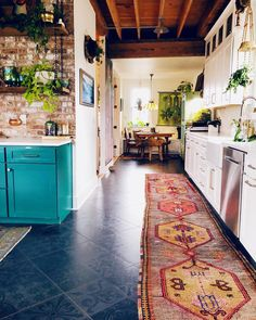 Home Interior Ideas Ah, Im always a little jealous of people who actually make a career from design, though I feel SO freaking fortunate to be a photographer Casa Retro, Cozy House, Home Kitchens, Kitchen Design, Kitchen Ideas, Kitchen Layout, Kitchen Remodel, Sweet Home, House Design