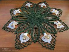 Calla Lily crochet doily -- free pattern @ http://www.crochetnow.com/patterns/65/calla-lily-buffet-set-doily/