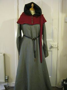 Lirpipe hood and linen dress The Midgard Seamstress… Medieval Costume, Medieval Dress, Medieval Fashion, Medieval Clothing, Medieval Hairstyles, Female Form, Festival Outfits, Beautiful Gowns, Dress Up