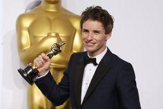 """Oscar 2015: Eddie Redmayne spielt Stephen Hawking im Film """"The Theory of Everything"""". Seine Leistung war herausragend, ein Oscar der verdiente Lohn. Mehr dazu hier: http://www.nachrichten.at/nachrichten/liveticker/Oscar-Liveticker-Birdman-wurde-als-bester-Film-ausgezeichnet;art165616,1657744 (Bild: Reuters)"""