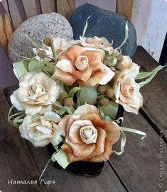 Флористика Моделирование конструирование Корзинка с розами из листьев початка кукурузы талаша Материал природный фото 1