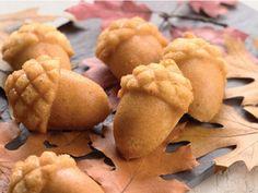 Nordic Ware: Acorn Cakelet Pan - Wreath Pan - Holiday Mini Loaf Pan