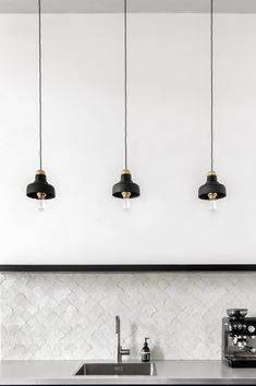 DIY lampen in de keuken van servies en kaarsenhouders - Tanja van Hoogdalem The Slate, Diys, New Homes, Ceiling Lights, Flooring, Lighting, Interior, Backsplash, Inspiration