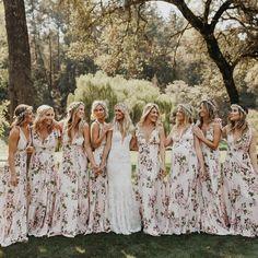 La mariée et ses demoiselles d'honneur  via @wedding.dress.love
