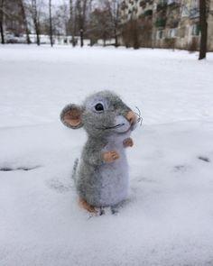 Маленькая мышь на снегу :)  # валяние