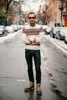 Today I'd like to share with you some winter outfits for men with popular duck boots. Sweaters And Jeans, Plaid Shirts, Flannels, Jean Shirts, Duck Boots Outfit, Outfit Jeans, Hipster Fashion, Mens Fashion, Hipster Style