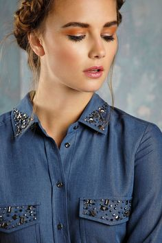 48 Pretty Casual Style Ideas To Update You Wardrobe This Fa Kurti Embroidery Design, Shirt Embroidery, Embroidery Fashion, Diy Clothes And Shoes, Diy Clothing, Summer Dress Outfits, Cool Outfits, Decorating Shirts, Denim Fashion
