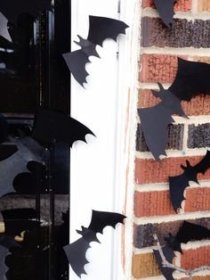 You can also try this arrangement flying up a stairwell or over a Halloween buffet.  #Halloween #crafts #diy #outdoors