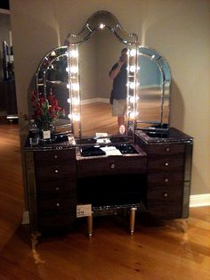 makeup vanity | Only the MOST AWESOME Makeup Vanity I Have Ever Seen - Furnitureland ...
