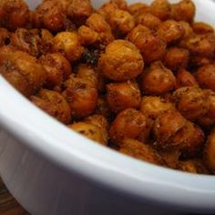 Simple Roasted Chickpea Snack gonna have to try this! Real Food Recipes, Vegetarian Recipes, Cooking Recipes, Yummy Food, Healthy Recipes, Appetizer Recipes, Snack Recipes, Appetizers, Healthy Cooking