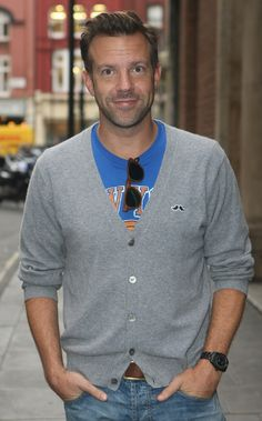 I love Jason Sudeikis. He's has an adorable face! I love the cheeks and his his beard shapes his face.