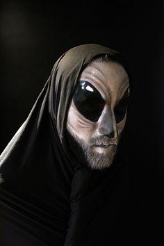 Alien Artistas: Ana Romero y Henry   Salazar Visitanos en: www.eltallerdelpelo.com Batman, Superhero, Fictional Characters, Artistic Make Up, Atelier, Hair, Artists, Fantasy Characters