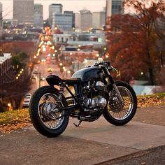 I'm struck by the understated beauty of these cafe style bikes. Cb750 Cafe Racer, Inazuma Cafe Racer, Cafe Racer Helmet, Cafe Racer Girl, Custom Cafe Racer, Cafe Racer Bikes, Cafe Racer Motorcycle, Cafe Racers, Scrambler