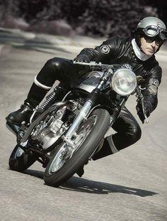 via Cafe Racer Mag British Motorcycles, Cool Motorcycles, Triumph Motorcycles, Vintage Motorcycles, Dirt Bike Helmets, Motorcycle Gear, Enfield Motorcycle, Motorcycle Posters, Racing Baby