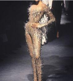 Nadja Auermann in Thierry Mugler, Spring-Summer 1998 Couture Look Fashion, 90s Fashion, Fashion Art, Runway Fashion, Trendy Fashion, High Fashion, Fashion Beauty, Fashion Show, Vintage Fashion