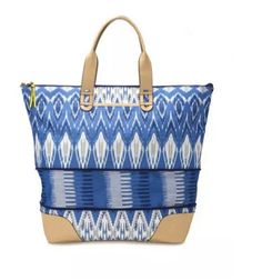 Weekender bag that extends to give you more room. Comes with cross body strap. Great for beach back or just a weekender bag! http://www.stelladot.com/shop/en_us/p/whats-new/new-arrivals/getaway-indigo-ikat
