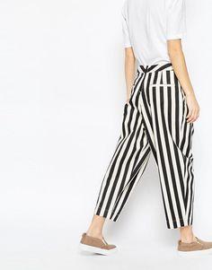 Изображение 2 из Джинсовые брюки в полоску со складками спереди ASOS WHITE