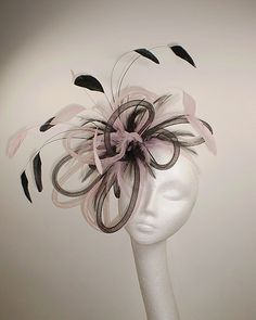 Fascinator Hat For The Races, Anniversary Dress, African Hats, Crazy Hat Day, Derby Outfits, Pink Fascinator, Hair Jewels, Fascinators, Headpieces