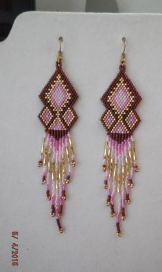 Native American Style Beaded Chandlier Earrings Burgundy Gold Pink and Frost Boho Hippie Southwe Bead Jewellery, Seed Bead Jewelry, Seed Bead Earrings, Seed Beads, Beaded Bracelets, Beaded Earrings Patterns, Beading Patterns, Bead Earrings, Art Crafts