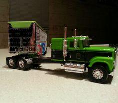 1/64 custom streched TSR international and DCP wilson cattle trailer #dcp #internationalwilson