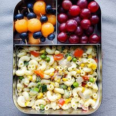 Veggie-friendly and easy to make? Count us in. This combination of veggie pasta, cantaloupe and blueberry skewers, and red grapes is ideal for either school or work. Thanks for the beautiful photo of your ❤️ Veggie Recipes, Lunch Recipes, Vegetarian Recipes, Healthy Recipes, Creamy Garlic Pasta, Veggie Pasta, Chocolate Chip Banana Bread, Lunch Snacks, Recipe Today