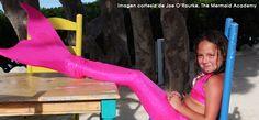 The Mermaid Academy le da la oportunidad a cada niño y niña de convertirse en una sirena o tiburón desde la comodidad de su propia casa u hotel. En lo que podría describirse como un periodo de natación libre, instructores le enseñan a los pequeñines como nadar con las colas de sirena o aleta de tiburón en la piscina. Cada clase dura una hora y lo mejor de todo...  ¡los adultos también pueden participar! #vivekiss #kissimmee #themermaidacademy #florida #travel