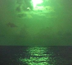 Sun Aesthetic, Dark Green Aesthetic, Aesthetic Photo, Green Theme, Green Colors, Colours, Green Art, Neon Green, Picture Wall